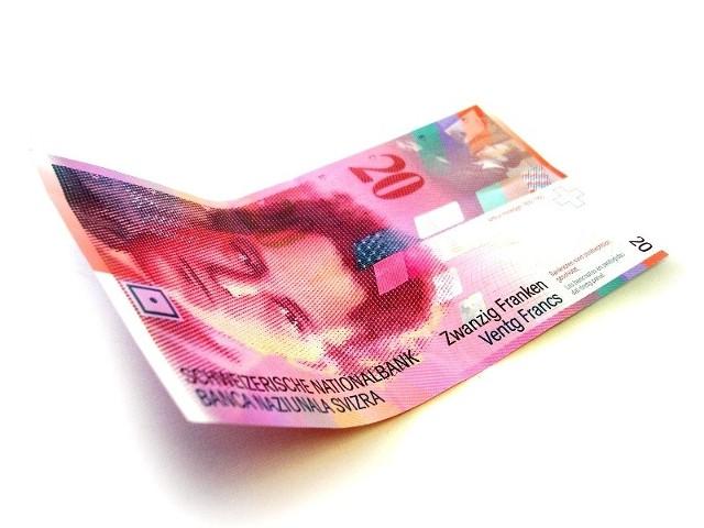 Konto dewizowe - warto zakładać?Zanim zasilimy konto dewizowe rozsądnie będzie zapoznać się z aktualnymi kursami i wybrać najkorzystniejszy sposób zakupu waluty