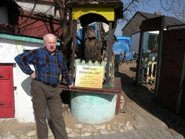 Jan Wiewiór, rzeźbiarz ludowy, nominowanyza stworzenie obiektu, który każdego roku przyciąga tysiące turystów i który od lat jest rozbudowany.