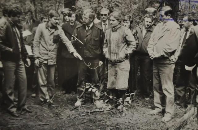"""Trynkiewicz tłumaczy, dlaczego zabijał dzieci. """"Spowiedź szatana. Mariusz Trynkiewicz - narodziny pedofila mordercy"""" - minęło ponad 30 lat od makabrycznej zbrodni w Piotrkowie, która wstrząsnęła całą Polską. Przypominamy nasz artykuł, który powstał na podstawie oryginalnych wyjaśnień samego Mariusza Trynkiewicza składanych w śledztwie i podczas procesu, a także na podstawie jego wypowiedzi zawartych w opiniach biegłych psychiatrów i seksuologa (w latach 1988-89). Zobacz ZDJĘCIA z wizji lokalnej - czytaj na kolejnych slajdach"""