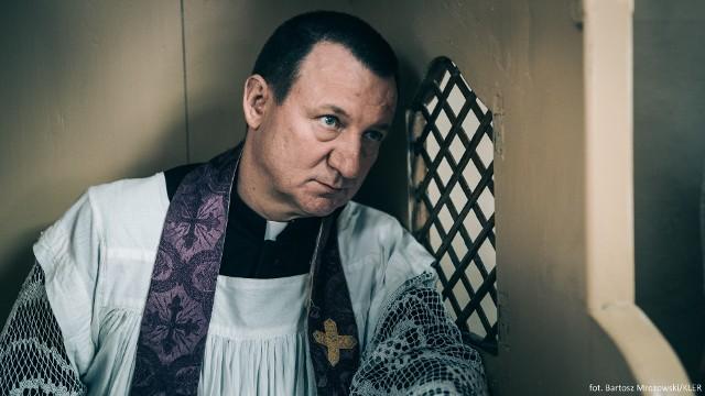 """""""Kler"""" budzi kontrowersje. """"Kościół to nie święta krowa"""""""