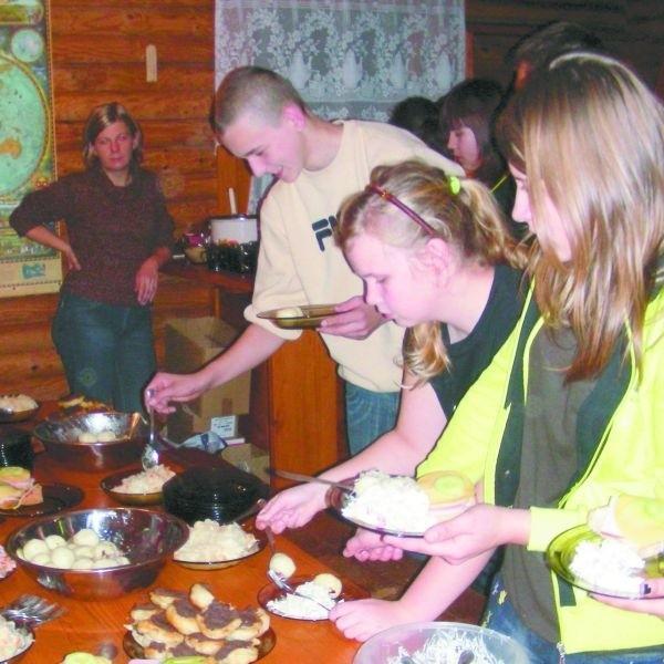 Zdolności kulinarne poszerzali nauczyciele oraz młodzież