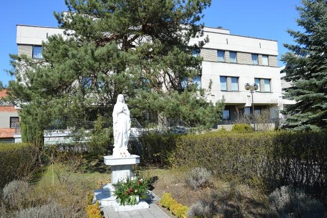 Plebania przy bazylice konkatedralnej, gdzie księża odbywają kwarantannę