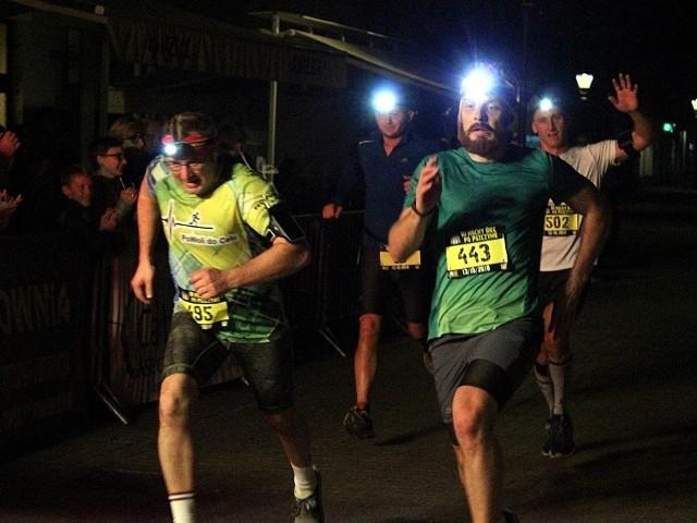 Archiwalne zdjęcia z Nocnego biegu po PszczynieZobacz kolejne zdjęcia. Przesuwaj zdjęcia w prawo - naciśnij strzałkę lub przycisk NASTĘPNE