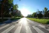 Ledy i elektroniczne czujniki poprawią bezpieczeństwo na przejściach dla pieszych