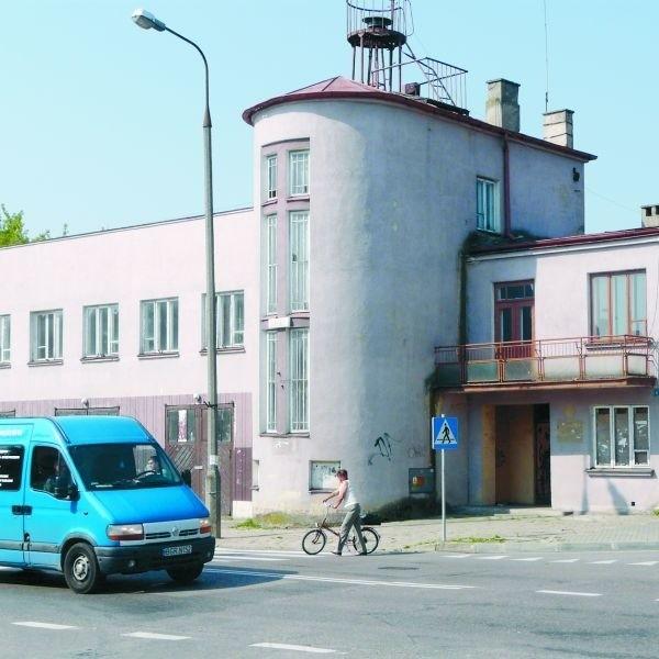 Była siedziba straży pożarnej już od sześciu lat stoi bezużyteczna. Na szczęście, są plany zagospodarowania obiektu.