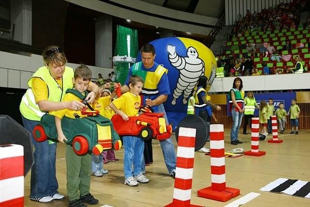 Autoriada łącząc naukę z zabawą, wpaja dzieciom bezpieczne zachowania na drodze