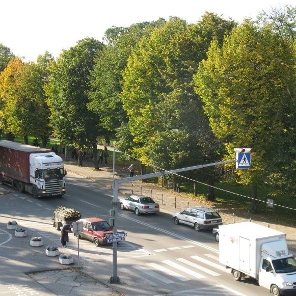 Sokółka, tak jak wiele innych miast w Polsce, czeka w kolejce na swoją obwodnicę. Przez sokólskie centrum przejeżdża coraz więcej tirów