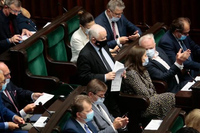 Zjednoczona Prawica w Sejmie. Czy rządząca partia cały czas ma większość? Ważne będzie wsparcie posłów niezależnych i mniejszych ugrupowań