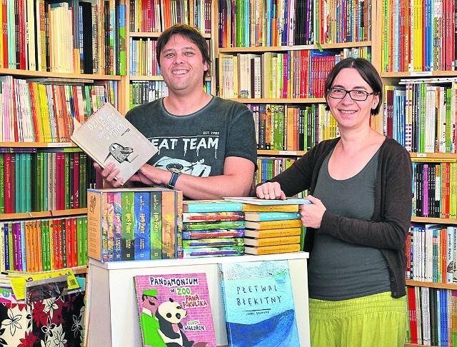 Do pomysłu własnej księgarni wróciliśmy, kiedy na świat przyszła nasza pierwsza córka - mówią Monika i Sebastian Szymkowiakowie. - Wybieramy to, co uważamy za wartościowe i godne polecenia