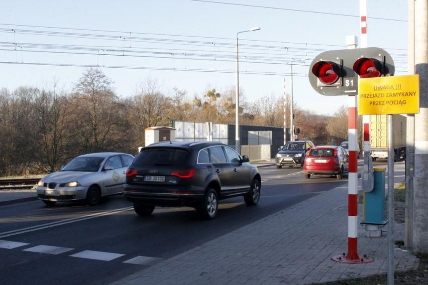 Wrocław, kierowcy łamią przepisy na przejazdach kolejowych