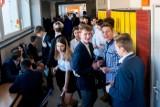 Egzaminy gimnazjalne 2019 w Poznaniu rozpoczęte! Odbywają się we wszystkich szkołach [ZDJĘCIA]