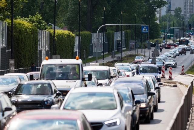 - To naprawdę szokujące wyniki, pokazujące jak bardzo zdekoncentrowani mogą być kierowcy na polskich drogach - mówi Wojciech Rabiej, prezes Porówneo. – Nie ma czegoś takiego jak wielozadaniowość podczas prowadzenia auta – podkreśla.