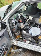 """Tragiczny wypadek na """"starej trójce"""" na wysokości Jastrzębca. Volkswagen polo zderzył się z ciężarówką"""