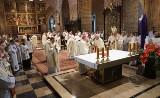 Abp Juliusz Paetz koncelebruje msze. Mimo zakazu Watykanu [WIDEO]