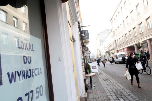 - Informacja o całkowitym lockdownie na pewno przedsiębiorców nie ucieszyła. Tutaj pojawia się pytanie, czy rząd posiada środki na to, żeby wypłacić przedsiębiorcom rekompensaty- mówi Rzecznik MŚP.