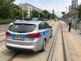 Tragedia we Wrocławiu. Tramwaj śmiertelnie potrącił kobietę. Pojazd ciągnął fragmenty ciała przez miasto [ZDJĘCIA, TYLKO DLA DOROSŁYCH!]
