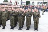 Przysięga wojskowa Warszawa 2019 [ZDJĘCIA] 1800 żołnierzy ślubowało na pl. Piłsudskiego. Szef MON zapowiada podwyżki wynagrodzeń