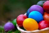Kolorowe pisanki na Wielkanoc? Użyj naturalnych składników!
