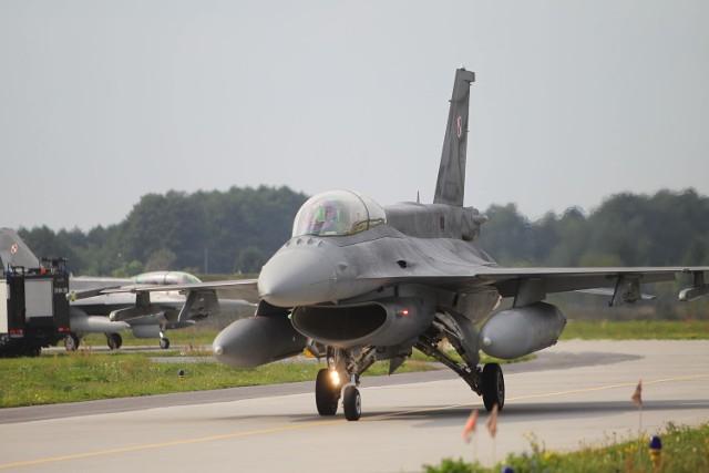 Brak strefy zrzutu dla F-16 wytknął NIK w raporcie o Krzesinach w 2011 r.