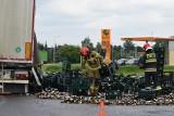Wypadek ciężarówki w Żorach. Tysiące roztrzaskanych butelek. Co się stało?