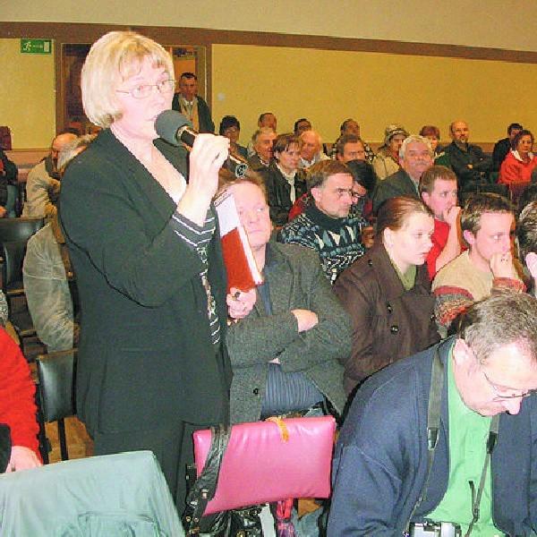 Prawie 150 mieszkańców zapełniło przedwczoraj salę Wiejskiego Domu Kultury. Wolnych krzeseł nie było.