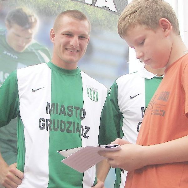 Do najpopularniejszych piłkarzy Olimpii należy obrońca Grzegorz Skowroński, do którego kibice często zgłaszają się po autografy