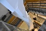 """11-metrowa """"Wieża asymetryczna"""" Kajetana Sosnowskiego """"ukryta"""" jest w Muzeum Ziemi Lubuskiej. Zobacz też inne dzieła artysty"""