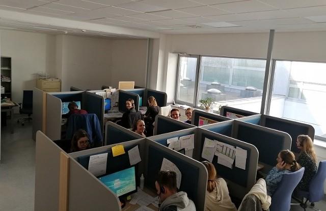 Studenci Gdańskiego Uniwersytetu Medycznego od kilku dni wspomagają personel dwóch obciążonych szpitali.