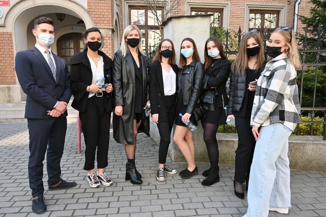 Maturzyści z II Liceum Ogólnokształcącego imienia Jana Śniadeckiego w Kielcach