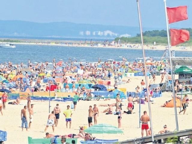W zeszłym roku na plaży było bardzo tłoczno. Do czasu, gdy ogłoszono zakaz kąpieli.