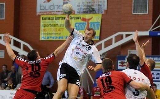 Białorusin Władimir Huziejew (w wyskoku z piłką) był w sobotę niekwestionowanym liderem gorzowian