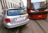 Kierowca na ul. Kopernika zaparkował i poszedł, tramwaje stały godzinę