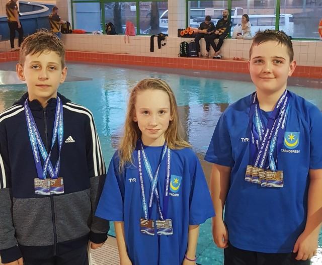 Zawodnicy UKS Delfin Tarnobrzeg pokazali się na zawodach w Nowej Dębie z bardzo dobrej strony
