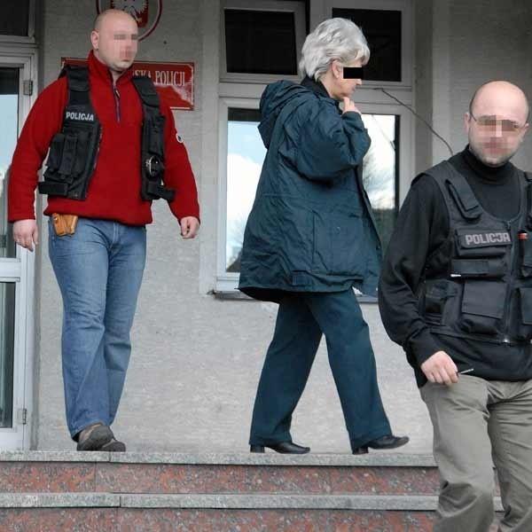 Czwartkowe przedpołudnie. Jolanta K. doprowadzana na przesłuchanie do Prokuratury Okręgowej w Przemyślu.