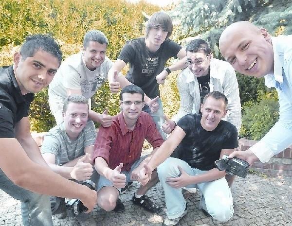 Część firmy spryciarze.pl (od góry od lewej): Artur Lemański, Łukasz Chmiel, Sebastian Bajon. Na dole: Artur Olszewski (właściciel), Piotr Wiatrowski, Przemysław Śliwiński, Piotr Piątek, Marcin Radziwoń (właściciel). (fot. Paweł Janczaruk)