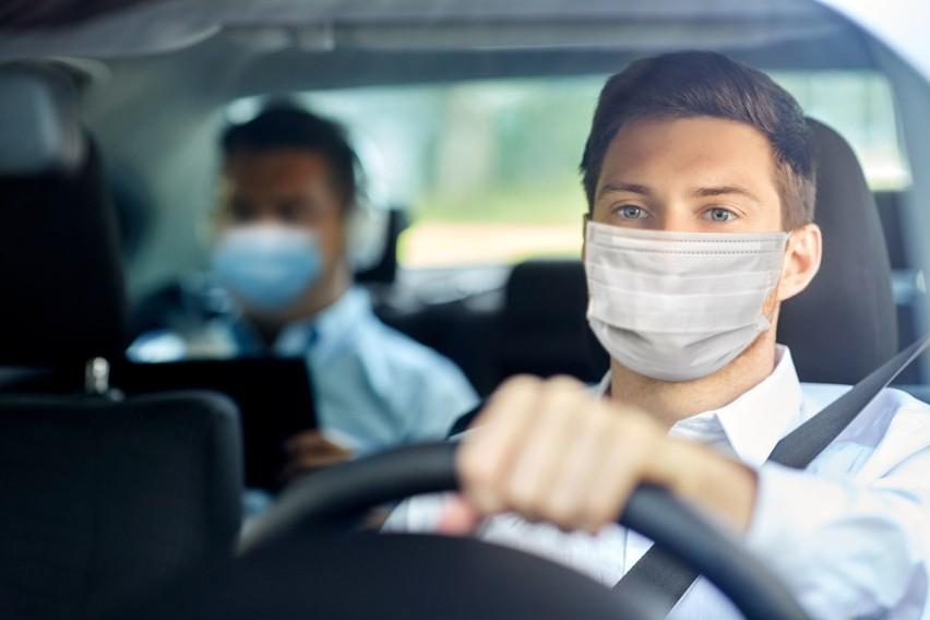 Od 10 października w trakcie jazdy samochodem należy mieć założoną maseczkę.