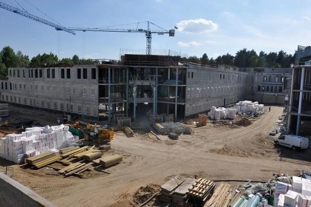 Tragiczny wypadek na budowie kampusu. 23-latek walczy o życie
