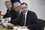 Marcin Horała chce Trybunału Stanu dla Donalda Tuska i Ewy Kopacz. Komisja śledcza ds. VAT przedstawiła projekt raportu końcowego