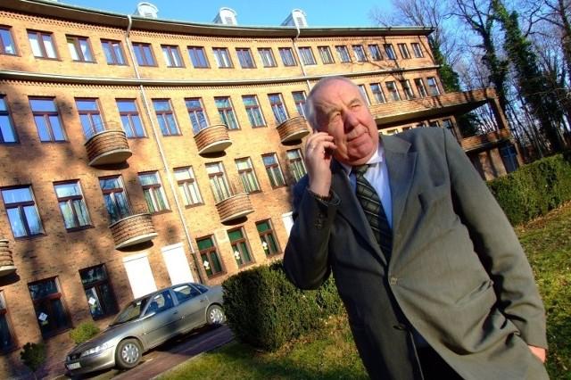 - Tak wysokie ubezpieczenia mogą zrujnować budżety szpitali - uważa starosta Józef Swaczyna. - Dlatego chcemy protestować. Nie przeciw pacjentom, ale przepisom, które nas obciążają kosztami.