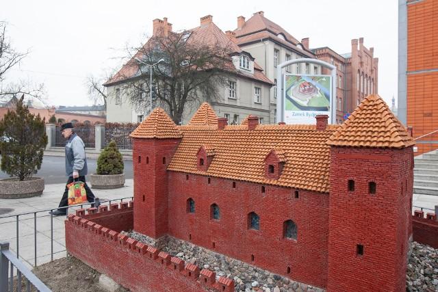 Na razie miłośnikom historii  miasta pozostaje do podziwiania  jedynie makieta zamku bydgoskiego.