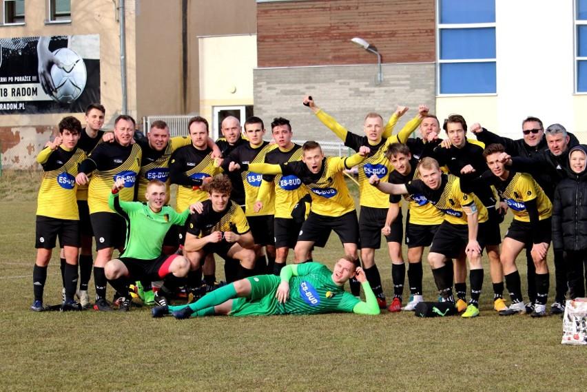 Piłkarze Młodzika Radom zagrają z Blaskiem
