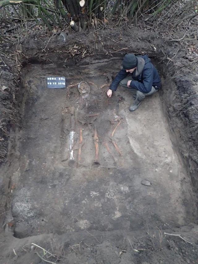 W tym grobie był też karabin maszynowy