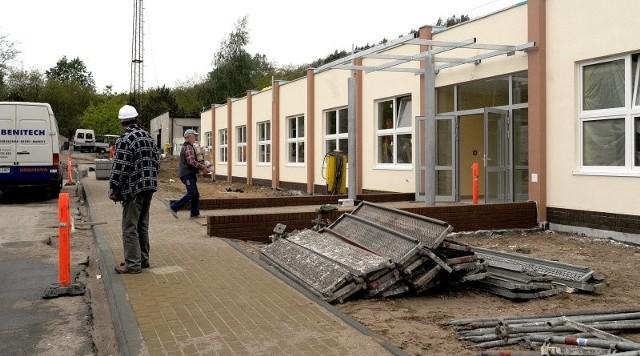 W budynku, w którym będzie prowadzona opieka długoterminowa, trwają ostatnie prace.