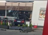 Chwile grozy na ulicy Struga w Radomiu. Samochód wjechał w budynek stacji benzynowej [zdjęcia czytelników]
