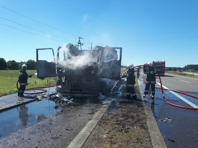 W czwartek o godzinie 10.20 dyżurny Komendy Powiatowej Policji w Augustowie otrzymał informację o płonącym samochodzie ciężarowym na trasie relacji Augustów - Sztabin (DK nr 8).