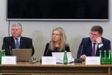 Danuta Misiewicz i Jacek Krzysztofowicz przed komisją śledczą ds. Amber Gold [TRANSMISJA NA ŻYWO]