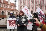 """Szczepionka na COVID-19 to eksperyment na ludziach? Justyna Socha i STOP NOP składają petycję przeciw """"segregacji sanitarnej"""""""
