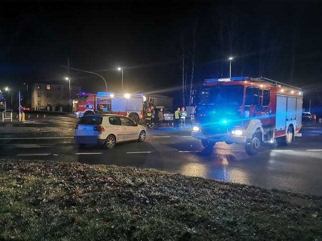Do wypadku doszło na skrzyżowaniu ulicy Zwycięstwa i Traugutta w Koszalinie około godziny 22.30. Zderzyły się w tym miejscu dwa samochody osobowe. Wkrótce więcej szczegółów. Zobacz także: Wypadek w centrum Koszalina
