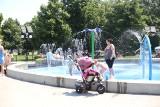 Wodne place zabaw - w upały to strzał w dziesiątkę. Dzieci mogą tu szaleć do woli. Zobaczcie TOP wodnych placów zabaw w woj. śląskim