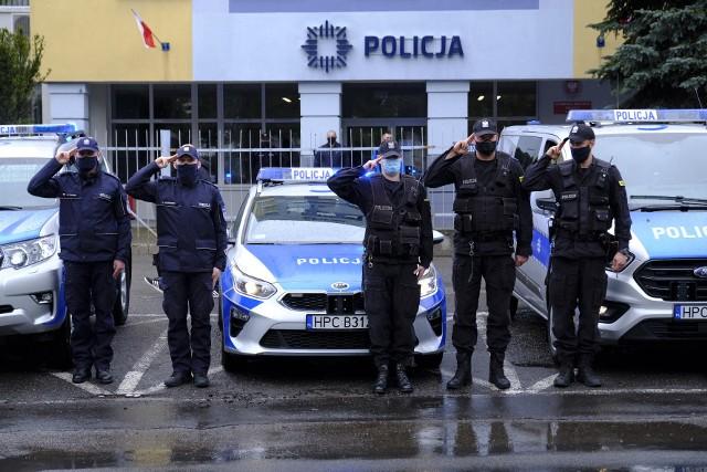 Funkcjonariusze w Toruniu oddają hołd zastrzelonemu policjantowi